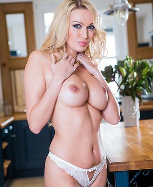 Amber Jayne