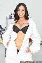 Doctora Ariella Ferrera seducida por una buena polla, foto 2