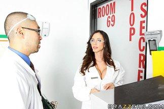 Doctora Ariella Ferrera seducida por una buena polla, foto 5