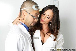 Doctora Ariella Ferrera seducida por una buena polla, foto 6