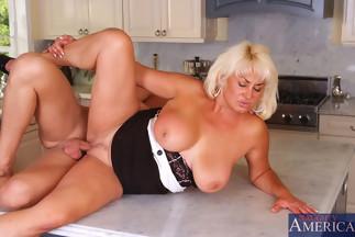 Dana hayes es una maestra puta nalgona y mamadora de pitos - 3 part 4
