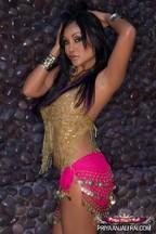 Fotos con la erótica MILF Priya Rai, foto 1