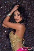 Fotos con la erótica MILF Priya Rai, foto 2
