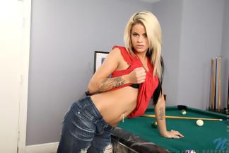 Jessa Rhodes haciéndose un dedo, foto 3