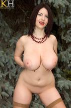 Karina Hart acariciando y masturbando su coñito depilado, foto 9