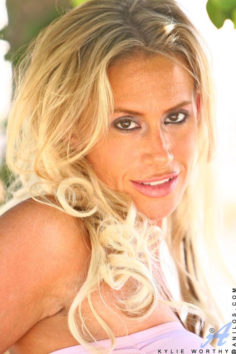 Kylie G. Worthy, foto 4
