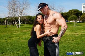 Noemi Jolie follada a cuatro patas por Rob Diesel, foto 2