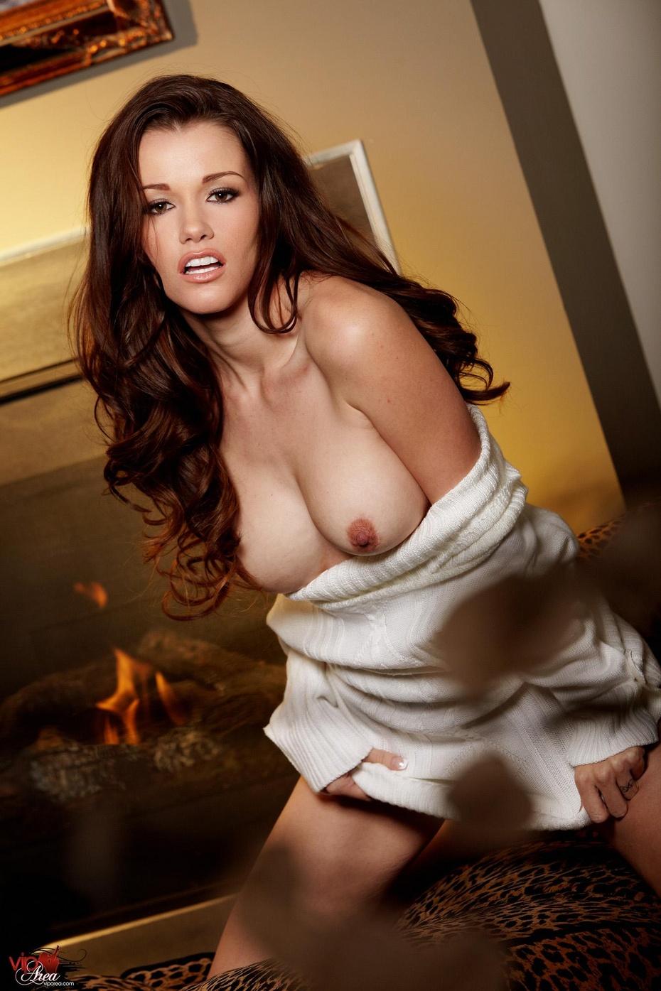 Raven Riley Fotos, galeras de fotos y fotos de desnudos