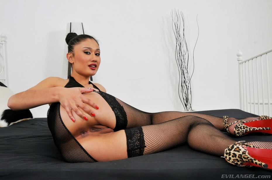 Rita akira en un anal interracial con markus tynai