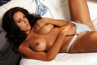 Rita G. posa desnuda y con el coño afeitado, foto 12