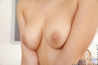 Samantha Hayes masturbándose con un vibrador, foto 8