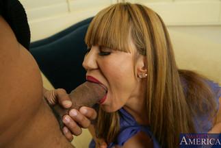 La madura Ava Devine en una escena de sexo anal brutal
