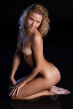 Summer Breeze posa desnuda mojada y depilada para X-Art.com, foto 17