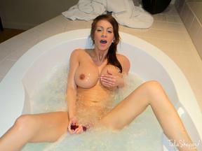 Talia Shepard se da un baño con su dildo, foto 15