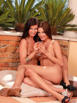 Megan Cox y Monika Benz