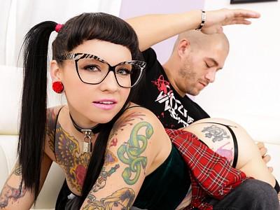 Necro Nicki y Xander Corvus