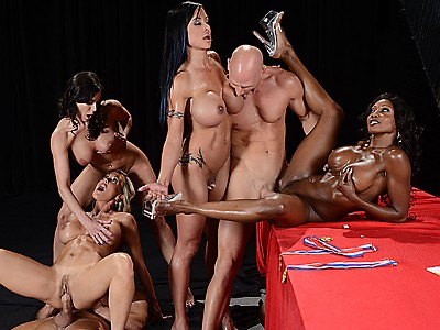 Diamond Jackson,Jewels Jade,Kendra Lust y Brandi Love,Bill Bailey y Johnny Sins