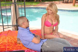 Alyssa Lynn follada POV en una piscina con Bruno Dickemz, foto 3