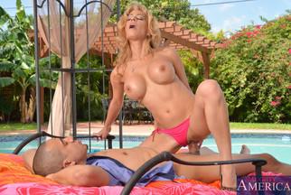 Alyssa Lynn follada POV en una piscina con Bruno Dickemz, foto 13