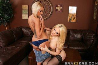 Sexo lésbico con Breanne Benson y Kagney Linn Karter, foto 3