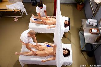 Chanel Preston y Monique Alexander en una orgía con Tommy Gunn y Xander Corvus, foto 6