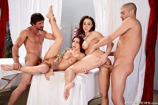 Chanel Preston y Monique Alexander en una orgía con Tommy Gunn y Xander Corvus, foto 14
