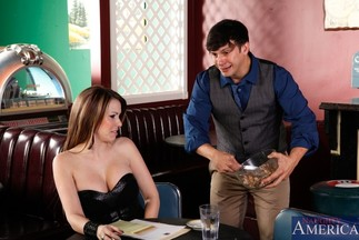 Anthony Rosano se corre en las tetas grandes de Courtney Cummz, foto 2