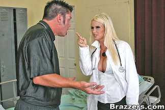 Enfermera madurita Rhyse Richards follándose a Cheyne Collins, foto 6