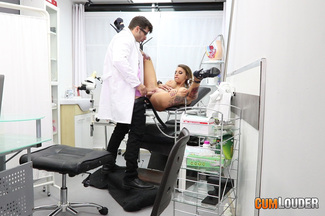 Examen médico a Gina Snake, foto 7