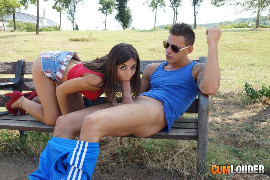 Ena sweet follandose a su novio en el stand de adp - 3 part 4