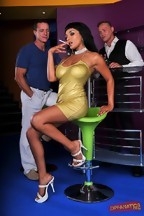 Loona Luxx en una doble penetración con Frank Gun y Bob Terminator, foto 1