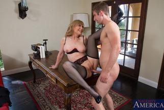 Madurita Nina Hartley embestida a cuatro patas por Danny Wylde, foto 13