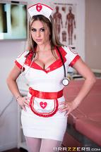 Mick Blue se corre en las tetas de la enfermera Rachel Roxxx, foto 1