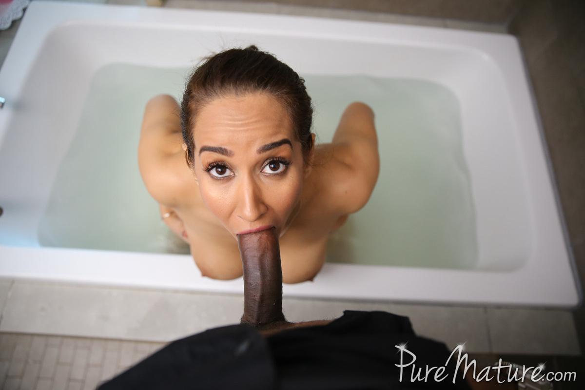 Actrices Porno Africanas Xnostar milf isis love se folla a su polludo vecino africano, foto 9
