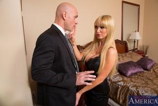 Johnny Sins se corre en la boca de la MILF Nikki Benz, foto 3
