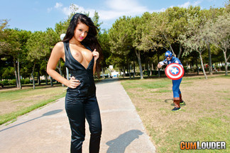 Capitán América follándose a una depilada Susi Gala, foto 2